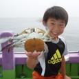 2009.6.14(日) フグ船で珍ゲスト・大型ワタリガニを釣った石井華斗くん!
