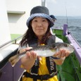 2008.9.25(木)  特大35cmを釣った斉藤恵子さん!