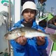 2008.10.3(金) 特大の38cmを釣った中島さん!