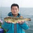 2008.10.20(月) アカメの31cmを釣った江田さん!