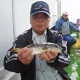 2008.10.22(水) 本日最大29cmを釣った中村さん!