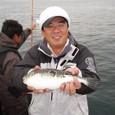 2008.11.9(日) 34cmのトラフグを釣った山本さん!