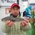 2008.11.10(月) 本日最大35cmを釣った島田さん!