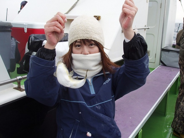 2009.1.18(日) 船釣りデビューで健闘の8匹・小倉理恵さん!