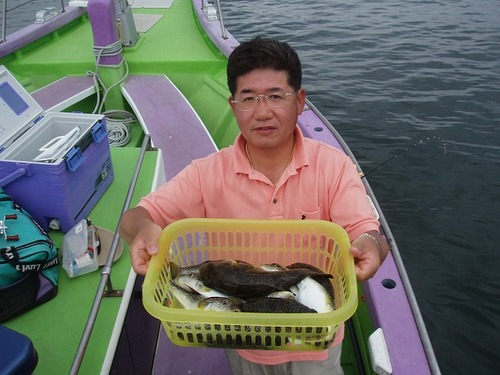 2008.6.25   14匹釣った山内さん!