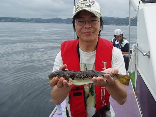 2008.6.27   良型を釣った池田さん!