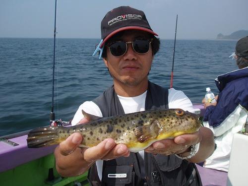 2008.9.6   貴重なアカメを釣った河口さん!