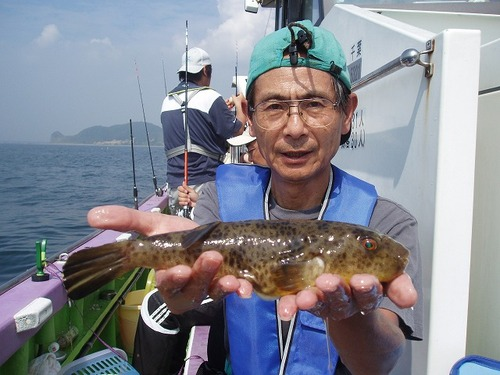 2008.9.6   貴重なアカメを釣った山口さん!