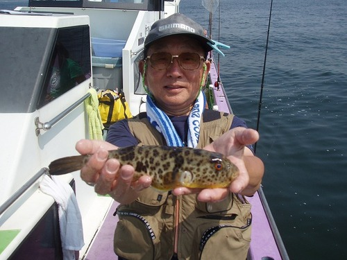 2008.9.7     貴重なアカメを釣った石井さん!