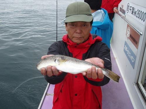 2008.9.16   本日最大34cmを釣った藤本さん!
