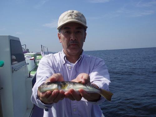 2008.9.24(水)  本日最大27cmを釣った小幡さん!