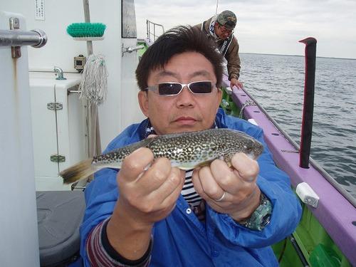 2008.9.27(土) 本日最大32cmを釣った吉川さん!