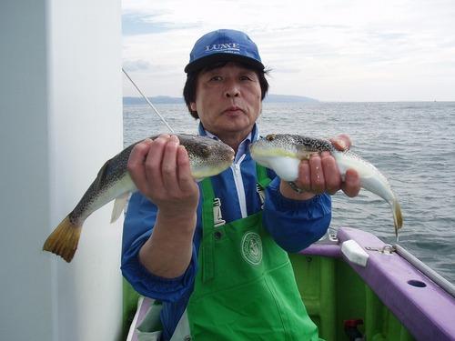 2008.10.29(水) 35cmと31cmを釣った和田さん!