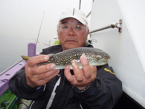 2008.10.31(金) 本日最大31cmを釣った岩崎さん!