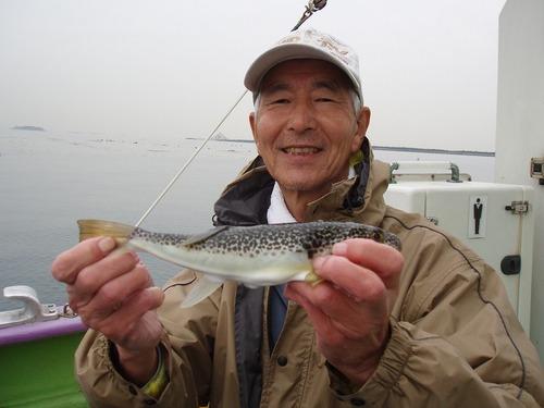 2008.10.31(金) 良型を釣った加藤さん!