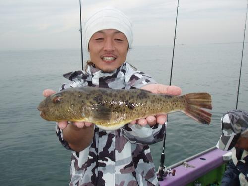 2008.11.2(日) 38cmの特大アカメを釣った熊田さん!