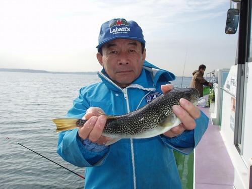 2008.11.4(火) 35cmを釣った川浪さん!