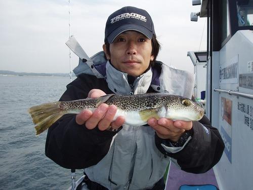 2008.11.4(火) 34cmを釣った佐藤さん!