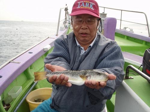 2008.11.6(木) 31cmを釣った上園さん!