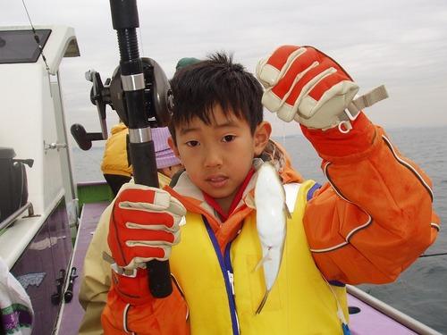 2008.11.9(日) 7匹釣り大健闘の荒川豪くん【小1】!