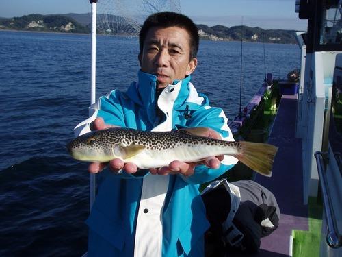 2008.11.14(金) 32cmを釣った榊原さん!