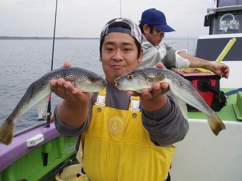 2008.11.15(土) 34cmと33cmを釣った平山さん!