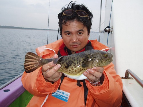 2008.11.15(土) 34cmのアカメを釣った梅本さん!