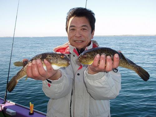 2008.11.23(日) 30cmのアカメを2匹釣った尾谷さん!