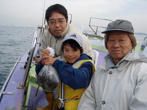 2008.11.2(日) 25杯釣って大健闘の保立直登くん!