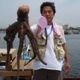 2008.6.7   超特大の4.3kgを釣った前田さん!