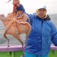 2008.11.24(月) 2.8kgを釣った甲斐さん!