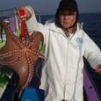 2008.12.12(金) 2.1kgを釣った山本さん!
