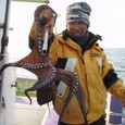 2008.12.13(土) 2.0kgを釣った浜野さん!