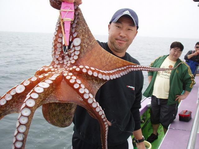 2009.5.11(月) 特大の2.5kg・白さん!