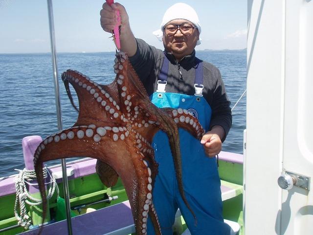 2010.5.28(金) 船宿新記録の6.7kg・垣沼さん!