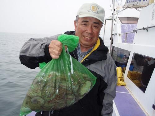 2008.6.11    13杯釣って竿頭の山崎さん!