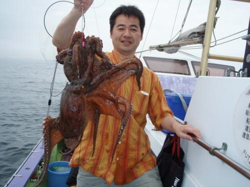 2008.6.28   初挑戦で3.1kgを釣った山本さん!