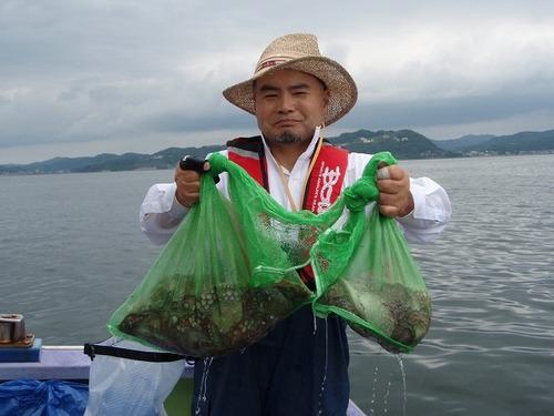 2008.7.9   10杯釣った作田さん!