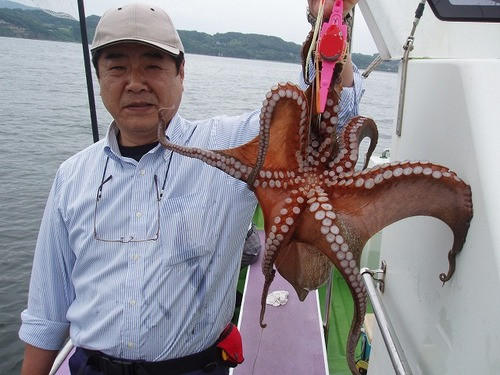 2008.7.10   2.0kgを釣った斉藤さん!
