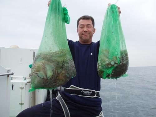 2008.7.10   初挑戦で16杯釣り竿頭になった白さん!