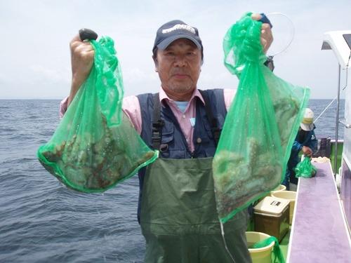 2008.7.11   2.0kgを含む6杯を釣った村木さん!