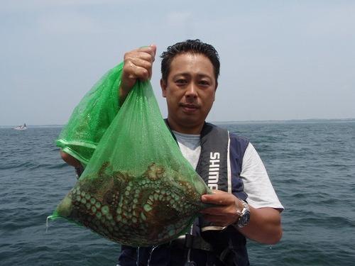 2008.8.2   初挑戦で9杯釣った市川さん!
