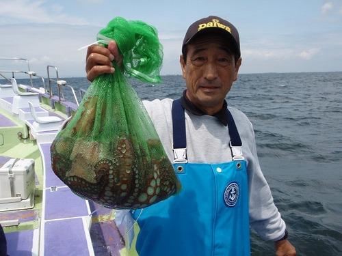 2008.8.22   2.6kgを含む4杯釣った志津さん!