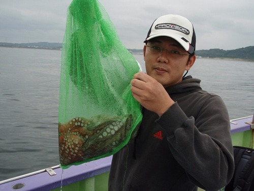 2008.8.23   2.2kgと1.5kgを釣った高城さん!