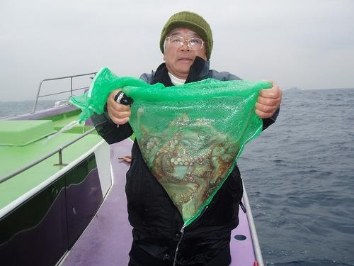 2008.11.27(木) 7杯釣った岩崎さん!