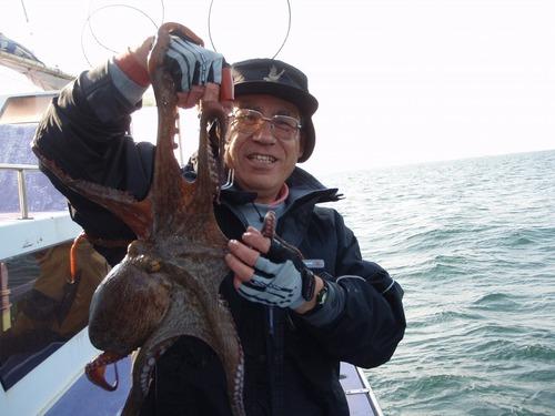 2008.12.13(土) 2.3kgを釣った能勢さん!