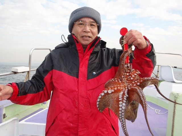 2008.12.16(火) 良型を釣った岩本さん!
